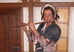 Charlotte Dickens met dwarsfluit - TopActs.nl - 246-176