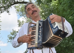 Accordeonist Entertainer Fabela - TopActs.nl - 246-176
