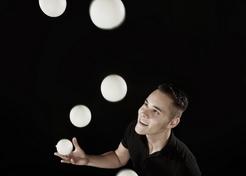Jongleur Nigel Voets - TopActs.nl - 2 - 246-176