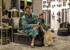 Mobiele Act en Straattheater Tante Sjaan van der Laan - TopActs.nl - 246-176 - 1